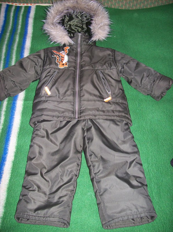 Продам, предлагаю - частное лицо: Детская одежда. курточка + комбез на 2-4 года, но если ребенок не крупный, то можно