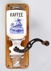 Кофемолка настенная Голландские мотивы.
