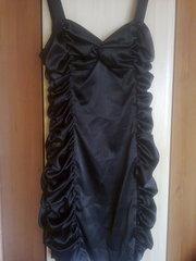 Эфектное черное платье б/у