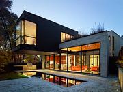 Строительство домов и зданий.