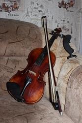 продам скрипку чешской мануфактуры с хорошим граненным смычком