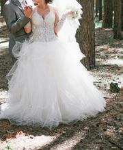 Продам платье  в отличном состоянии,  очень красивое и эфектное.