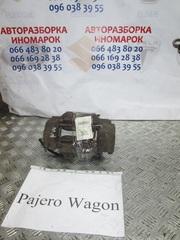 4605A460 Суппорт тормозной передний на mitsubishi pajero wagon 4