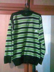 Продаю  отличный свитер Armani.